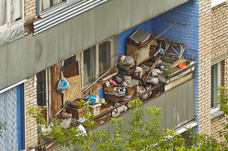 С чего начинать уборку на балконе