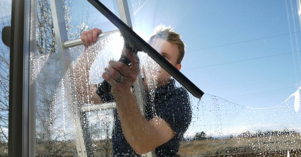 клинер чистит стекла